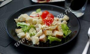 Салат Цезарь с курицей (классический рецепт)