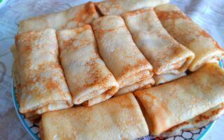 Блинчики с отварным мясом и жареным луком: вкусная и сытная закуска