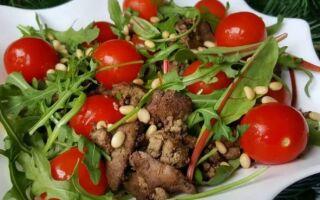 Салат из куриной печени и помидоров черри