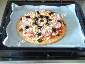 Пицца с копченой колбасой фото 10