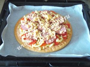 Пицца с копченой колбасой фото 9
