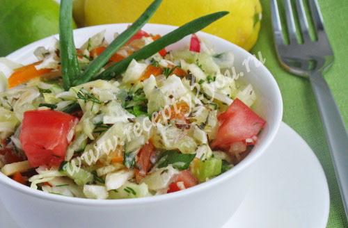 Салат витаминный с капустой