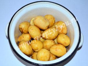 Молодой картофель с чесноком запеченный в духовке фото 2