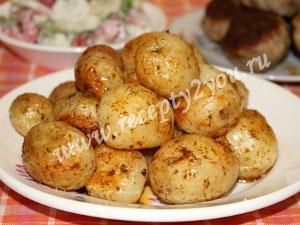 Молодой картофель в духовке с пряностями фото 10