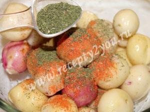Молодой картофель в духовке с пряностями фото 5