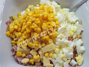 Салат с копченой курицей и кукурузой фото 6