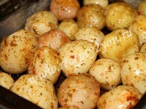 Молодой картофель в духовке с пряностями фото 9