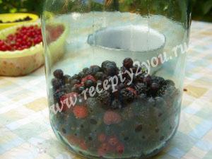 Компот из малины и смородины на зиму фото 6