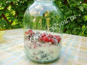 Компот из малины и смородины на зиму фото 8