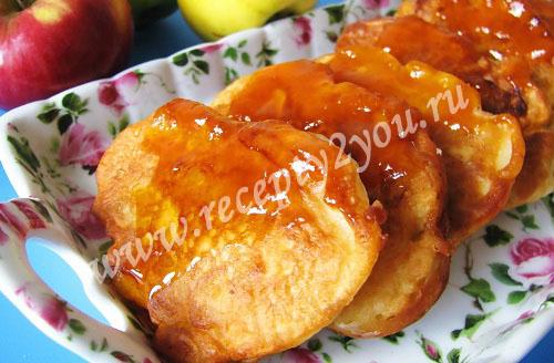 Пышные оладьи на кефире с яблоками