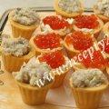 Тарталетки с красной икрой и фаршмаком из селедки