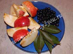 Компот из яблок и черноплодной рябины на зиму фото 2