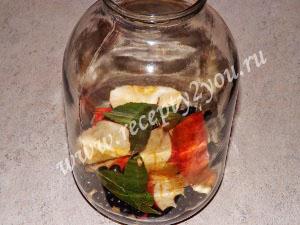 Компот из яблок и черноплодной рябины на зиму фото 3
