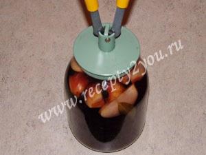 Компот из яблок и черноплодной рябины на зиму фото 6