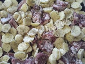 Свиные ребра с картошкой в духовке фото 6