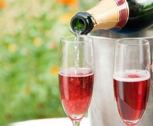 Коктейли с шампанским и вином