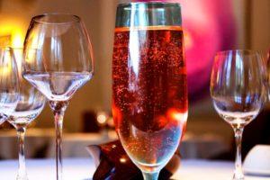 """Коктейль с шампанским и коньяком """"Северное сияние"""""""