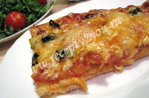 Пицца с колбасой, сыром и помидорами фото 16