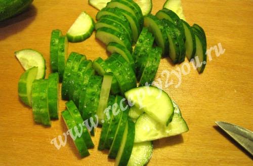 Салат из салатных листьев с огурцом фото 5