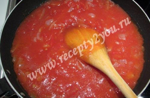 Пицца с колбасой, сыром и помидорами фото 6