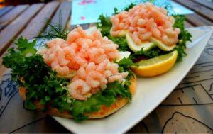 Бутерброды с вареными креветками