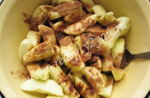 Шарлотка пышная с яблоками в духовке фото 3